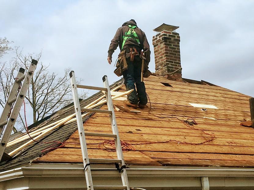 L'utilité de solliciter l'intervention d'un couvreur pour l'entretien de la toiture