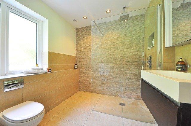 Aménager une petite salle de bains : voici nos conseils
