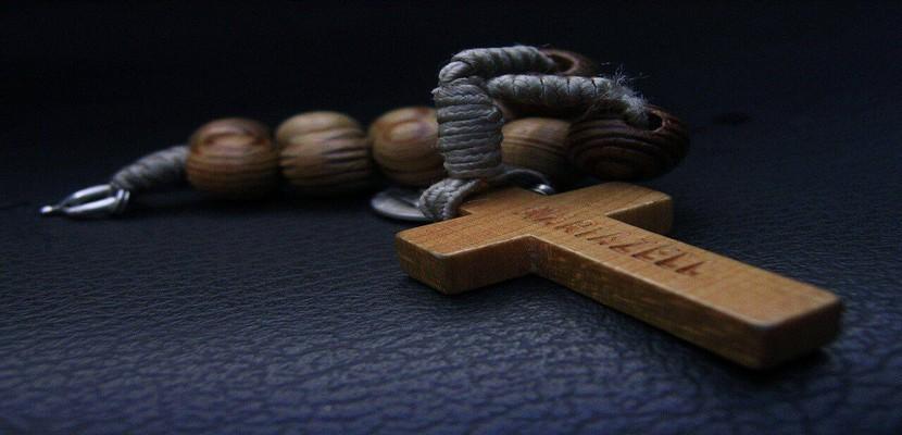 Décorer votre maison avec un pendentif en forme de croix