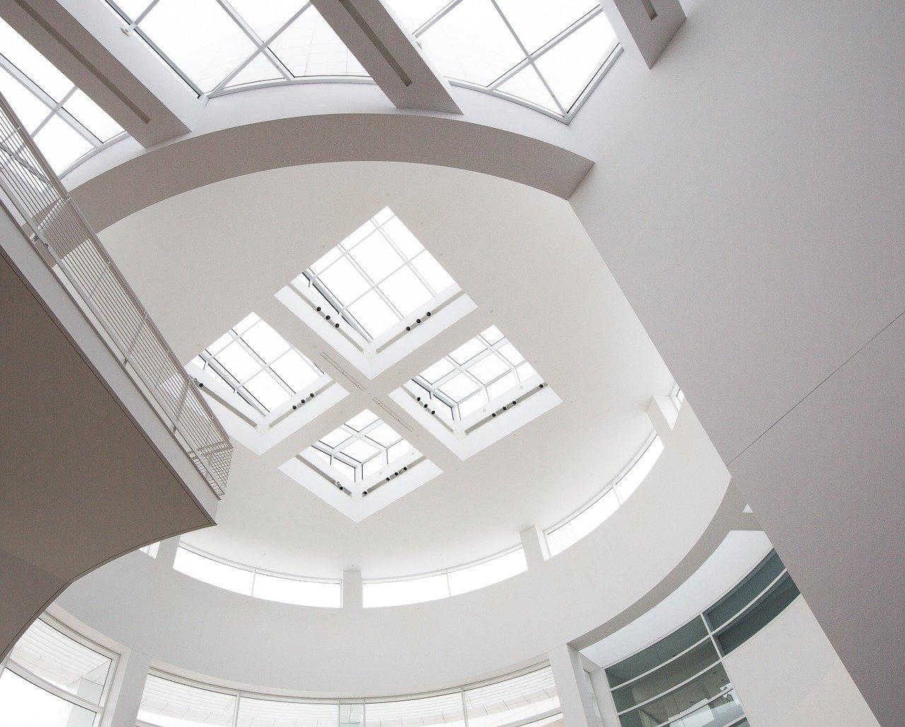 Quelles sont les qualités du plafond tendu à froid?