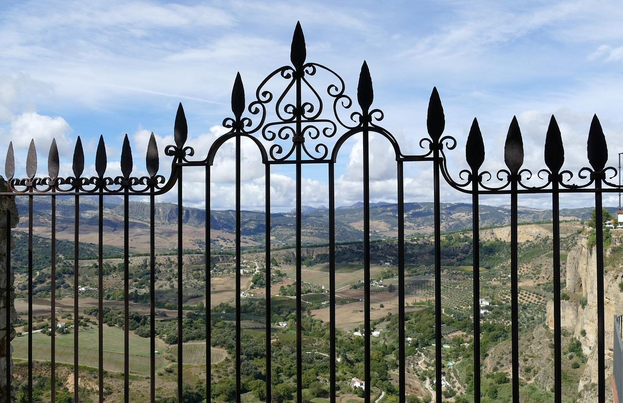 Réparer une clôture en fer forgé : quel budget faut-il prévoir?