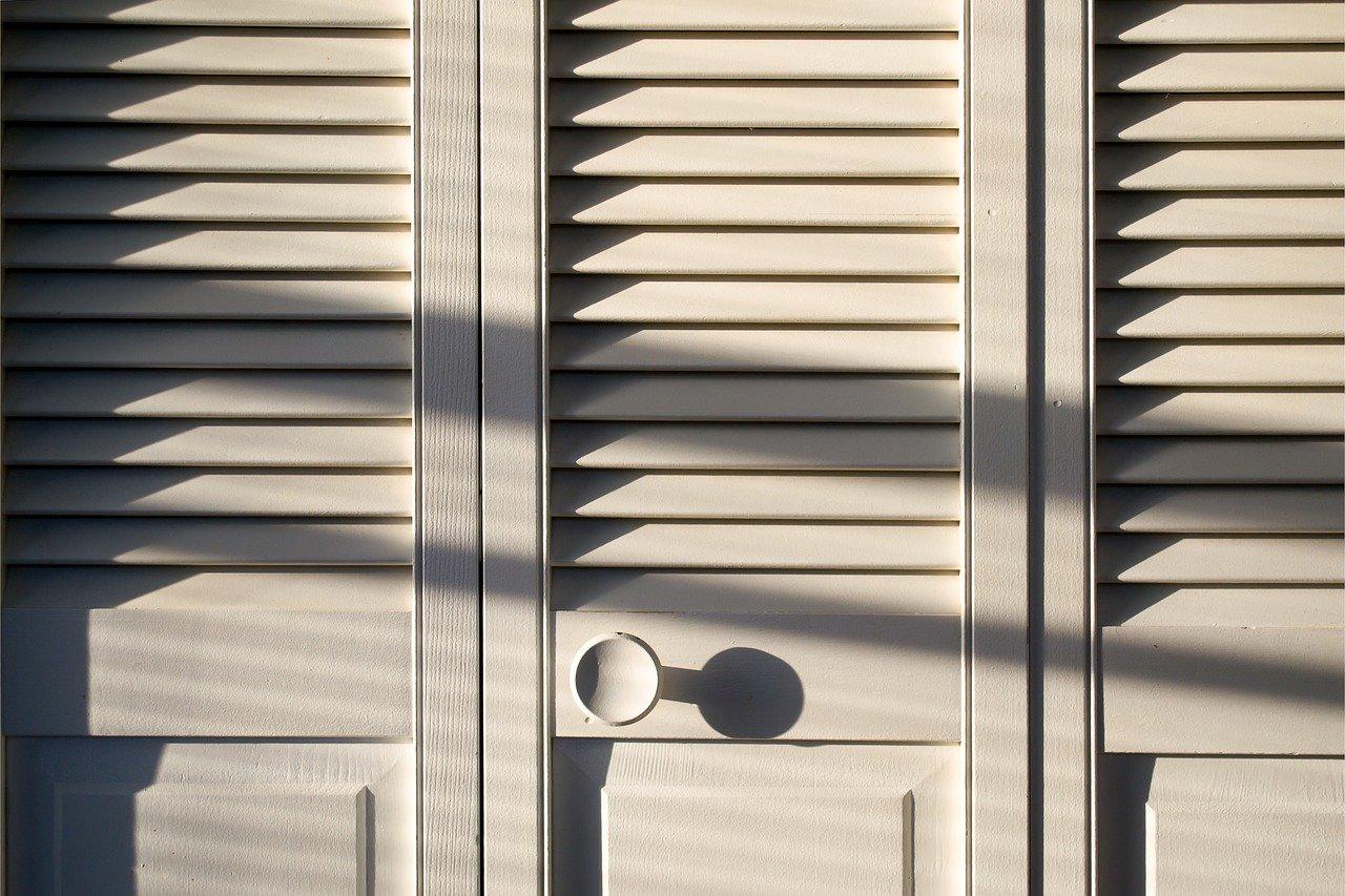 Quelles sont les différentes ouvertures d'un placard en bois ?