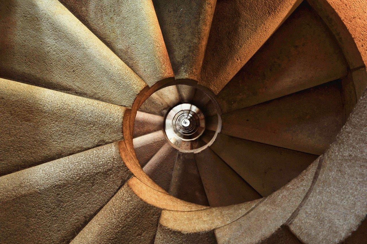 Rampe d'escalier en bois: comment la moderniser avec un petit budget?