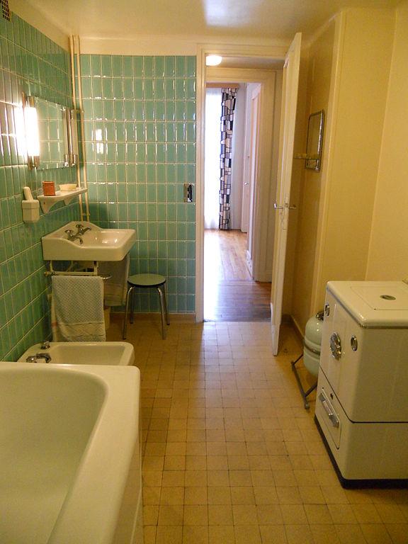 6 astuces pour aménager une salle de bains en longueur